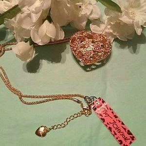 Beautiful Betsy Johnson heart necklace NWT
